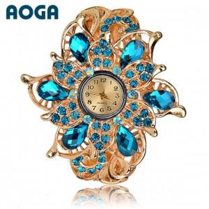Luxusní dámské hodinky jako šperk s krystaly