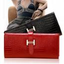 Módná dámská lesklá peněženka s imitací hadí kůže - 3 barvy