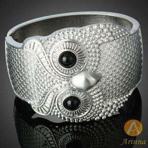 Luxusní stříbrný masivní náramek SOVA, černý Swarovski krystal B1046