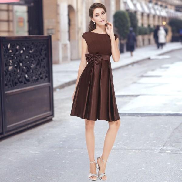 d4c672fecbc Dámské koktejlové šaty se skládanou sukní a mašlí - vínově červené ...