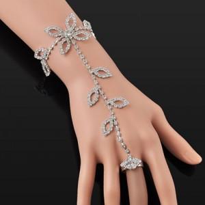 Dámský štrasový náramek propojený s prstenem