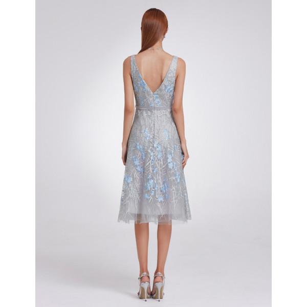 4b1769e2f60 Luxusní společenské dámské šaty šedé s modrými kvítky - Angel fashion